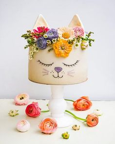 I'm pretty sure everything is cuter with a flower crown…including this spect… Ich bin mir ziemlich sicher, dass mit einer Blumenkrone alles niedlicher ist … [. Pretty Cakes, Cute Cakes, Beautiful Cakes, Cake Cookies, Cupcake Cakes, 3d Cakes, Cat Birthday, Little Girl Birthday Cakes, Birthday Cake With Flowers