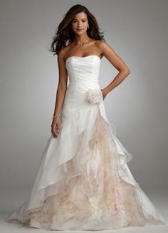 This new with tags David's Bridal T3268 wedding dress is very similar to Cameron Diaz's Gucci number for the Oscars