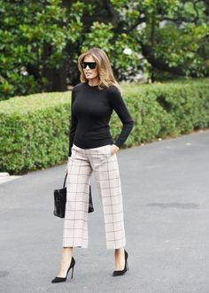 2019 - Melania Trump przed wylotem do Polski - Melania i Ivanka Trump w Polsce Casual Work Outfits, Professional Outfits, Mode Outfits, Classy Outfits, Stylish Outfits, Fashion Outfits, Fashion Blogs, Fashion Trends, Business Attire