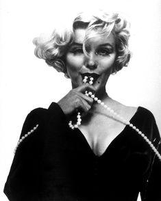 Marilyn Monroe*•.♥¸.•¸.•*´♥«´¨`•°~°¨`»♥.......•*(¸.•*´♥`*•.¸)`*•