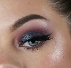 I love the duo chrome eyeshadow pan called Secret Garden and think it's such a unique and beautiful eyeshadow. That's why I wanted to do a look that is ins