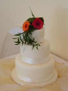 Simple & Elegant 3-Tier Ivory Fresh Flower Wedding Cake