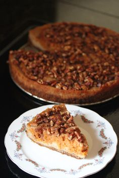 Vegan Pumpkin Pecan Cheezecake-not the healthiest dessert, but it looks good. I may try some alternatives for all of the refined sugar. Vegan Pumpkin Cheesecake Recipe, Vegan Pie, Vegan Foods, Pecan Cheesecake, Healthy Cheesecake, Vegan Treats, Vegan Desserts, Just Desserts, Dessert Recipes