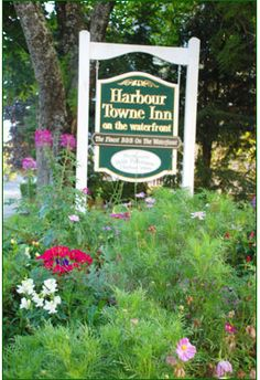 Come visit this small B in Boothbay Harbor, enjoy a whale watch, puffin watch and visit the ever changing Maine Botanical Gardens...we are a short walk to all the fabulous shops and restaurants.