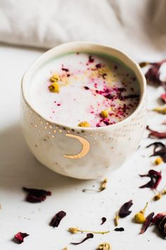Hibiscus Adaptogen Latte is a warm comforting drink to sip all winter long., Food And Drinks, Hibiscus Adaptogen Latte is a warm comforting drink to sip all winter long. Cozy up to a mug of calming, stress-reducing, sleep-promoting tea. Yummy Drinks, Healthy Drinks, Hibiscus Tea, Hibiscus Flowers, Latte Recipe, Tea Latte, Winter Drinks, Tea Recipes, C'est Bon