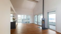 Verkauf einer Attika-Wohnung in Zug. Wohnraum mit 360 Grad drehbarem Cheminee. Eigentumswohnung und Haus verkauf in Zug und Zürich www.lungland.ch