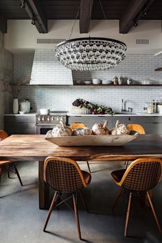 "designed-for-life: "" New york loft with warmth and earthiness by Jessica Helgerson Interior Design "" Love Ochre pendant lights! Turn the lights on! Every picture tells a story,. Interior Exterior, Home Interior, Kitchen Interior, Interior Architecture, Eclectic Kitchen, Interior Decorating, Decorating Tips, Interior Modern, Home Modern"