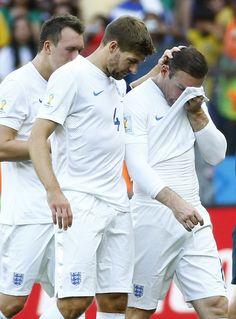 Rooney and Gerrard, 2014 FIFA World Cup Brazil / 涙を拭う イングランドのルーニー