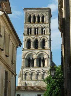 Angouleme Cathedral Charente, France - Romanesque architecture - Wikipedia, the free encyclopedia Architecture Romane, Architecture 101, Historical Architecture, Romanesque Art, Romanesque Architecture, Cathedral Architecture, Environment Design, Built Environment, Monuments