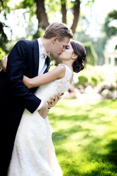 wedding kiss garden