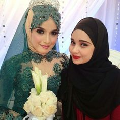 Wearing hijab on your wedding day doesn't have to be difficult! There are so many ways to incorporate hijab. Have a look at these bridal hijab looks. Hijabi Wedding, Wedding Hijab Styles, Muslimah Wedding Dress, Bridal Hijab, Hijab Bride, Bridal Dresses, Wedding Dresses For Girls, Muslim Girls, Muslim Brides