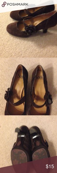 Cute Dark brown heels 8M Only wore a couple times.  It says 8medium, but fits more like 7.5.  Excellent condition Shoes Heels