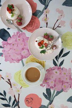 Table Arrangements, Early Spring, Tablecloths, The Fresh, Joyful, Flower Prints, Morning Coffee, Aurora, Dawn
