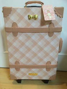 240.00 / My Melody Suitcase