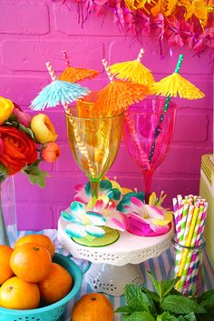 These delicious fruity summer cocktail recipes are perfect for a mix-it-yourself cocktail bar! A DIY cocktail station is the perfect conversation starter for parties and gatherings! Aloha Party, Luau Theme Party, Hawaiian Luau Party, Tiki Party, Flamingo Party, Flamingo Birthday, Luau Birthday, 2nd Birthday Parties, Sommer Pool Party