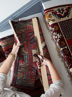 Megan Pflug, style guru behind our Weekend Decorator column, is back with her latest DIY solution—a stunning mix-and-match vintage runner for your stairs. Carpet Diy, Beige Carpet, Carpet Ideas, Plush Carpet, Carpet Trends, Cheap Carpet, Modern Carpet, Hallway Carpet Runners, Home Decor Ideas
