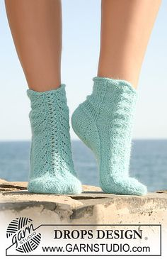 "Knitted DROPS socks in ""Alpaca"" with lace pattern on upper foot. Size 35 to - Free pattern by DROPS Design Lace Socks, Knitted Slippers, Crochet Slippers, Knit Crochet, Knit Cowl, Crochet Granny, Hand Crochet, Knitting Patterns Free, Free Knitting"