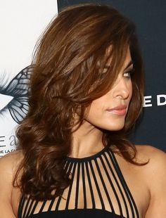 Eva Mendes hairstyle inspiration: Wavy long brown hair with side part bangs. Pretty Hairstyles, Bob Hairstyles, Straight Hairstyles, Kristin Cavallari, Long Brown Hair, Long Wavy Hair, Kelly Osbourne, Eva Mendes Hair, Medium Hair Styles