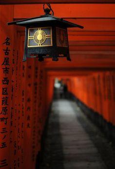 Fushimi Inari Taisha/Shrine (伏見稲荷大社), Kyoto (京都市), Japan (日本) (©Kyle Raven (escape-is-at-hand) via deviantART) Japanese Culture, Japanese Art, Japanese Temple, Japanese Interior, Japanese Geisha, Japanese Kimono, Japanese Style, Japan Kultur, Japon Tokyo