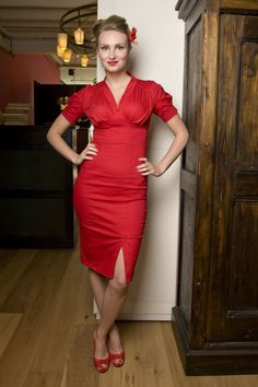 Exclusively at TopVintage, limited stock! 50s Lily red pencil dress by Miss Candyfloss. This is a fantastic fifties inspired pinup pencil dress. The classic yet sexy style can easily take you from work to cocktails to dinner. The possibilities are endless for dressing it up or down to fit the occasion.