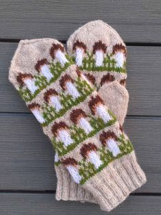 Fingerless Gloves, Arm Warmers, Mittens, Knitting Patterns, Knitting Ideas, Christmas Stockings, Knitted Hats, Socks, Knits