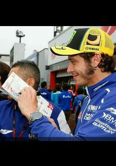 Friday practice cancelled at motegi 2013 due to poor weather, so valentino rossi goes and greets fans instead! What a great guy!