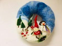 Winter Wreath Needle Felt Kit - with gnome, toadstool, trees, snow Needle Felting Kits, Needle Felted Animals, Felted Wool Crafts, Felt Crafts, Snowman Kit, Felt Wreath, Felt Christmas, Craft Fairs, Holiday Crafts