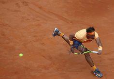 Après un superbe duel, Djokovic tombe un Nadal retrouvé Novak Djokovic s'est qualifié pour les demi-finales du Masters 1000 de Rome en s'impostant 7-5 et 7-6 devant un Rafael Nadal qui sera un adversaire très coriace à Roland-Garros. Le duel entre les deux hommes a atteint des sommets, le tout alors que Roland-Garros approche. Vamos Rafa !!! la décima est plus inaccessible !!! Nadal Djokovic ATP Nike NikeCourt Roma Rome Masters 1000