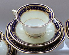 A Gallery of Authentic Antiques and Vintages door Antike op Etsy Teapots And Cups, Teacups, Biscuits, Wedding China, Cracker, Porcelain Mugs, Noritake, Cup And Saucer, Tea Pots
