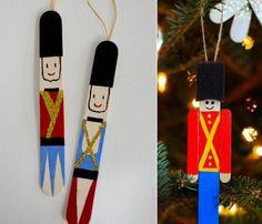 basteln-weihnachten-eisstäbchen-nussknacker-soldat-weihnachtschmuck-idee