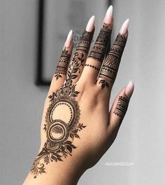 Trendy and stunning 140 finger mehndi designs for 2020 brides!You can find Simple mehndi designs and more on our website.Trendy and stunning 140 finger mehndi designs. Henna Hand Designs, Dulhan Mehndi Designs, Henna Tattoo Designs, Mehndi Designs Finger, Mehndi Designs Book, Mehndi Designs For Beginners, Modern Mehndi Designs, Bridal Henna Designs, Mehndi Designs For Girls