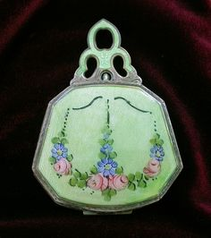 White metal compact powder and rouge case. Decorated in green enamel guilloche with hand painted flowers. Manufactured by the Ripley & Gowen Company of Attleboro MA in Image courtesy of Sandra McElroy Vintage Purses, Vintage Jewelry, Powder Lipstick, China Painting, Needle Felted Animals, Vintage Vanity, Beaded Bags, Small Handbags, Vintage Beauty
