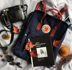 Discover recipes, home ideas, style inspiration and other ideas to try. Mochila Kanken, Backpack Outfit, Kanken Backpack, Mochila Grunge, My Bags, Purses And Bags, Travel Flatlay, Aesthetic Backpack, What In My Bag
