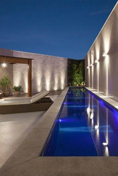 No fears, due to the fact that we have 27 swimming pool layouts for you to describe. Looking for inspiration on swimming pool designs? These are 21 ideas of great and luxurious private swimming pools. Backyard Pool Designs, Small Backyard Pools, Small Pools, Outdoor Pool, Luxury Swimming Pools, Luxury Pools, Dream Pools, Swimming Pools Backyard, Swimming Pool Designs