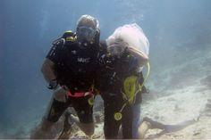 Underwater Wedding Anniversary Kuredu Prodivers-what a good idea!