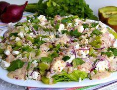 Куриный салат с киви и брынзой  Очень вкусный, необычный и полезный салат. Благодаря куриному филе блюдо получается сытным, брынза придает ему приятный нежный оттенок, а заправка делает более пикантным. Вам понравится! #готовимдома #едимдома #кулинария #домашняяеда #салат #закуска #киви #брынза #сытно #полезно #питательно #салаткобеду