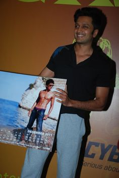 The Bollywood star Ritesh Deshmukh unveiling the annual 2011 Calendar of Golds Gym. At Gold's Gym Bandra.