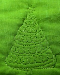 Tutorial-Free Motion Christmas Trees> Lots of FM tutorials at http://theinboxjaunt.com/2012/12/05/decorating-christmas-trees-with-free-motion-quilting-2/    xxxx