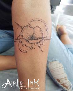 Cute Geometric Poppy for Arielle this morning #tattooart #flowertattoo #metrixcartridges #geometricshapes #geometrictattoo #tattooartist #tattooapprentice #airlieink #airliebeach #bands #are #tricky | Artist: @__peta_manning_tattoo_