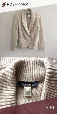 Francesca's Cream Chunky Cardigan Sweater This beautiful chunky sweater Cardigan by Francesca's Collection is so soft and stretchy! It features a wooden toggle for a closure on the front. This sweater is a little fuzzy but overall is in great condition! It is absolutely beautiful! Size small. Francesca's Collections Sweaters Cardigans