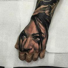 Gangster Tattoos, Biker Tattoos, Knuckle Tattoos, Face Tattoos For Women, Hand Tattoos For Guys, Skull Hand Tattoo, Hand Tats, Scary Tattoos, Cool Forearm Tattoos