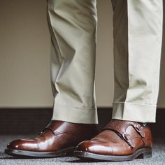 cotton trousers and double monks via These shoes get used a lot in the fall/winter as it starts to get wet outside. Men S Shoes, Your Shoes, Carlos Santos Shoes, Men's Footwear, Dapper Men, Goodyear Welt, Getting Wet, Stylish Men, Suede Boots