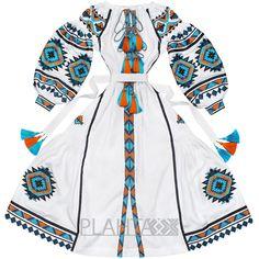 Біла сукня з етнічною вишивкою