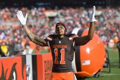 Terrelle Pryor  made his successful transition to wide receiver in Cleveland. Now he'll try to see if he can make it work in Washington. Per ESPN's  Adam Schefter , Pryor signed a one-year deal with the  Redskins ...