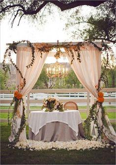 A fall wedding reception idea with the sweetest sweetheart table ever! Photo: Duke Photography via Wedding Chicks