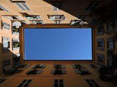 #rettangolo #rectangular #architettura #architecture #architecturephotography #cortile #courtyard #cielo #sky #blu #blue #ombra  #shadow #finestre #windows #persiane #blindsshutters #casa #house #ocra #milano #brera #breradistrict #milanosegreta #milanodavedere #volgomilano #volgolombardia #volgoitalia  #guardainsu #lookingup by elenabona77
