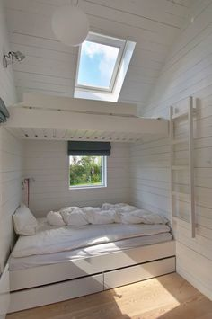 A setup that saves a lot of space and works well for visiting crowds, bunks (with under the bed storage) are another Nordic cottage staple: See 24 Built-In Bunks for Summer Sleepovers. This Danish summer house was designed by Norwegian JVA Architects via Bunk Beds Built In, Bunk Rooms, Bedrooms, Little Houses, Small Houses, My New Room, Home Design, Design Ideas, My Dream Home