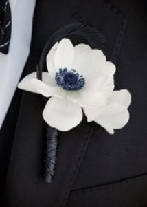 white anemone wedding flower boutonniere, groom boutonniere, groom flowers, add pic source on comment and we will update it. can create this beautiful wedding flower look. Wedding Ring For Him, Wedding Pins, Wedding Groom, Chic Wedding, Fall Wedding, Our Wedding, Wedding Photos, Wedding Ideas, Wedding Stuff