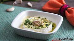 Camembert gratinado com ervas e alho