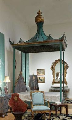 爱 Chinoiserie? 爱 home decor in chinoiserie style - Pagoda bed Beautiful Bedrooms, Beautiful Homes, Home Bedroom, Bedroom Decor, Bedroom Photos, Country Look, Country Decor, French Country, Decoration Inspiration